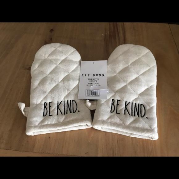 "Rae Dunn ""Be Kind"" mini oven mitt set"